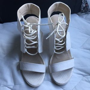 Size 9 White Crocodile Skin 3 Inch Lace Up Heels